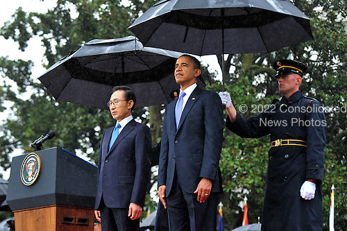 United States President Barack Obama and President Lee Myung-bak of South Korea stand during an arrival ceremony on the South Lawn of the White House in Washington, D.C. on Thursday, October 13, 2011.  .Credit: Kevin Dietsch / Pool via CNP