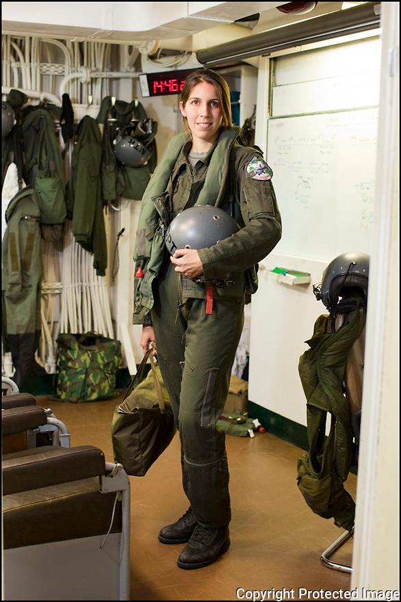 Les marins volants.<br /> EV Johanne Dupont<br /> Pilote, adjoint du chef de d&eacute;tachement.