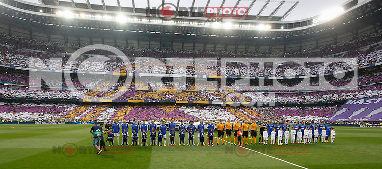 Real Madrid´s players and Juventus´s players before the Champions League semi final soccer match between Real Madrid and Juventus at Santiago Bernabeu stadium in Madrid, Spain. May 13, 2015. (ALTERPHOTOS/Victor Blanco) /NortePhoto.COM