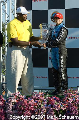 2 Sepember 2007: Detroit Mayor Kwame Kilpatrick gives Danica Patrick (USA) her second-place trophy at the Detroit Belle Isle Grand Prix, Detroit, MI