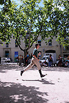 Festival Uzes Danse 2010..MON NOM..Une place pour Monument aux morts..Laurent Pichaud - X-SUD..Avec : Carole Perdereau, Cedric Torne, Julien Quartier, Laurent Pichaud, Sabine Macher, Thomas Bernardet, Yannick Guédon....Le 13/06/2010..creation in situ..Uzes..© Laurent Paillier / photosdedanse.com..All rights reserved