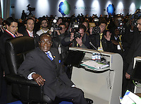 Zimbabwean President Robert Mugabe pose for the picture during European Union and Africa summit 08 December 2007, in Lisbon.