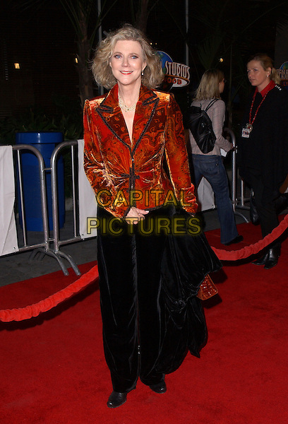 """BLYTHE DANNER.Universal Pictures' Premiere of """"Meet The Fockers"""" held at Universal City Walk in Universal City, California  December 16th, 2004.full length, black skirt, red pattern, printed jacket.www.capitalpictures.com.sales@capitalpictures.com.Supplied By Capital PIctures"""
