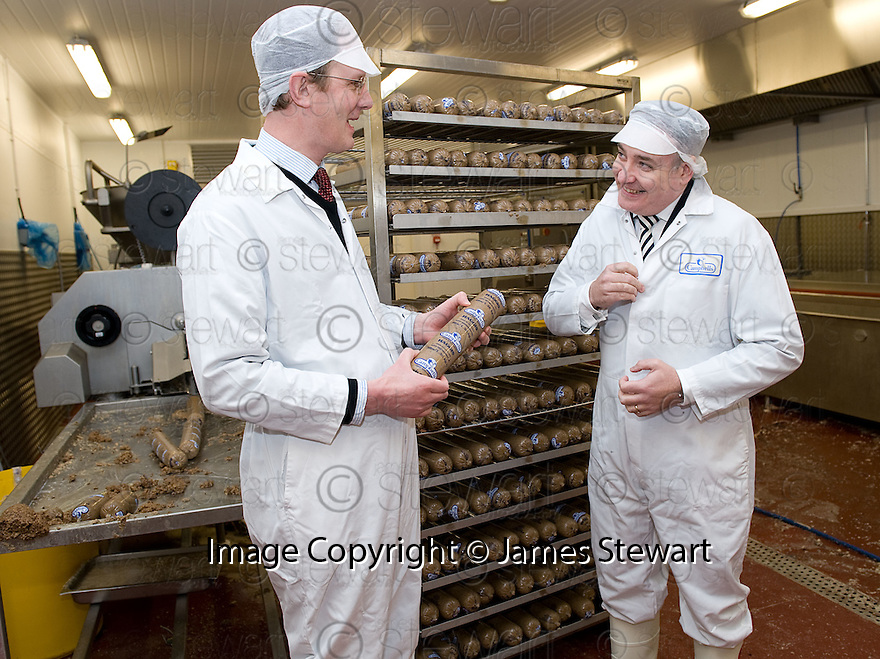 18/01/2011   Copyright  Pic : James Stewart.013_campbells_ministerial_visit  .::  CAMPBELLS PRIME MEATS :: MINISTERIAL VISIT :: RICHARD LOCHHEAD MSP, CABINET SECRETARY FOR AGRICULTURAL AFFAIRS IS SHOWN AROUND THE HEATHERFIELD FACTORY BY MANAGING DIRECTOR CHRISTOPHER CAMPBELL ::