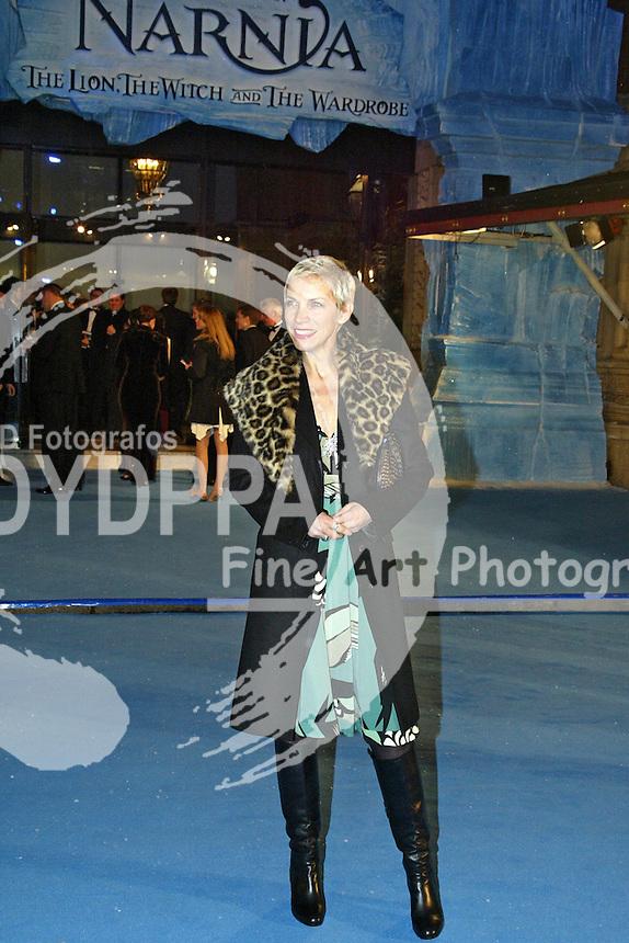 "Eurythmincs singer Annie Lennox attends the Worldpremiere and Royal Film Performance 2005 of ""Die Chroniken von Narnia: Der König von Narnia / The Chronicles of Narnia: The Lion, the Witch and the Wardrobe"" at the Royal Albert Hall, london"