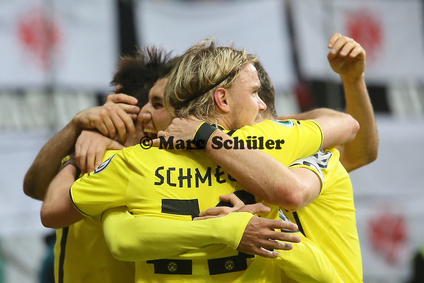 Torjubel um Pierre Emerick Aubameyang (BVB) beim 0:1 - Eintracht Frankfurt vs. Borussia Dortmund, DFB-Pokal Viertelfinale