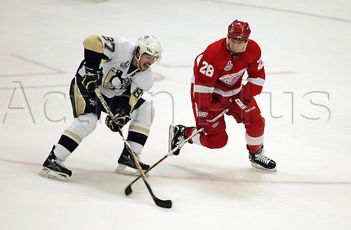30 May 2009: Pittsburgh Penguins center Sidney Crosby (87) tries to keep possession of the puck from Detroit Red Wings defenseman Brian Rafalski (28) during the second period of game one of the Pittsburg Penguins at Detroit Red Wings NHL Stanley Cup Finals, at Joe Louis Arena, in Detroit, Michigan. (Photo: Tony Ding/ActionPlus) UK Editorial License Only