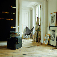 A Butterfly chair by Jorge Ferrari-Hardoy sits in a corner of the hall leading into the living room