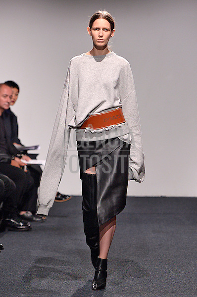 Paris, Fran&ccedil;a &sbquo;09/2014 - Desfile de Vetements durante a Semana de moda de Paris  -  Verao 2015. <br /> <br /> Foto: FOTOSITE