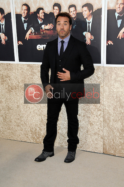 Jeremy Piven<br />at the Los Angeles Premiere of 'Entourage' Season Six. Paramount Theater, Hollywood, CA. 07-09-09<br />Dave Edwards/DailyCeleb.com 818-249-4998