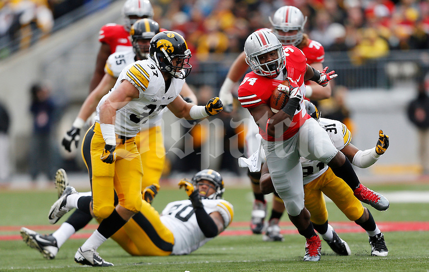 Ohio State Buckeyes running back Carlos Hyde (34) sprints away from the Iowa Hawkeyes defense in the second quarter the NCAA football game between the Ohio State Buckeyes and the Iowa Hawkeyes at Ohio Stadium in Columbus, Saturday afternoon, October 19, 2013. As of half time the Iowa Hawkeyes led the Ohio State Buckeyes 17 - 10. (The Columbus Dispatch / Eamon Queeney)