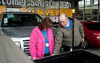 Chris Bailey (cq, right) and Michelle Bailey (cq) look at a new Ford F150 truck at Bankston Ford in Frisco, Texas, Thursday, Jan., 28, 2009. Ford reported gains in earnings for the first time in four years...PHOTOS/ Matt Nager