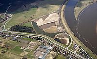 Borghorster Elbwiesen Deichrueckverlegung: EUROPA, DEUTSCHLAND, HAMBURG 17.01.2015: Die Borghorster Elbwiesen in Hamburg-Altengamme und Geesthacht sind mit einer Flaeche von 69 Hektar Teil des Naturschutzgebietes Borghorster Elblandschaft . Ein 1968 errichteter Leitdamm trennt die Wiesen vom Strom der Elbe. Mit der geplanten Kohaerenzmaßnahme wird der Deich wieder geoeffnet und die Landschaft dem Tideeinfluss ausgesetzt.