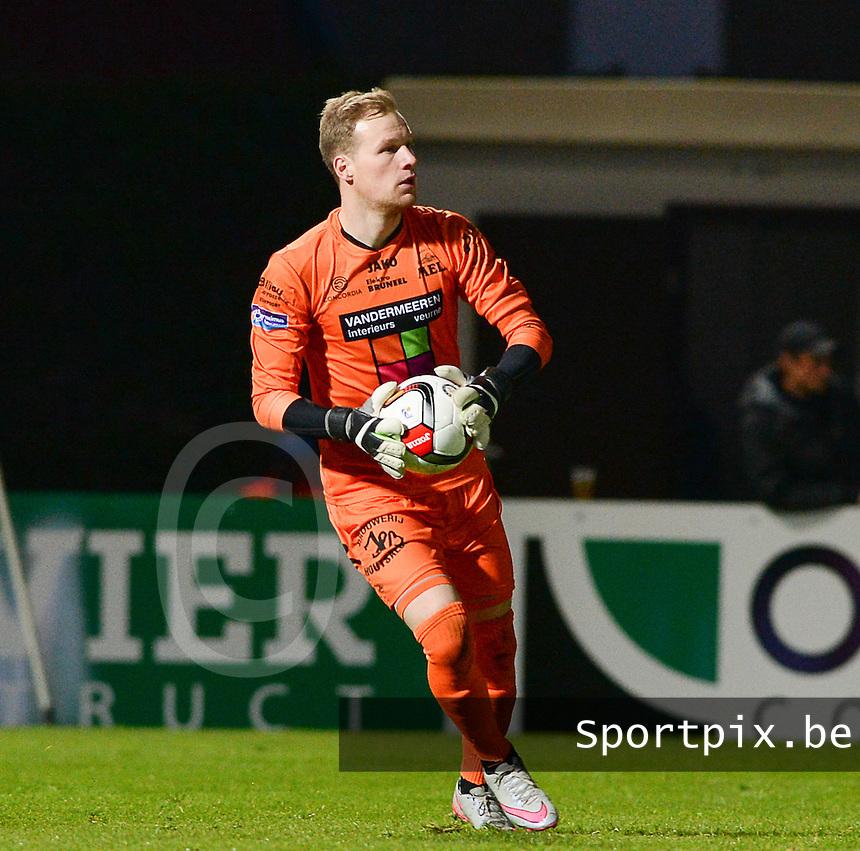 KSV Roeselare - KVV Coxyde Koksijde : Soren Dutoit <br /> Foto VDB / Bart Vandenbroucke