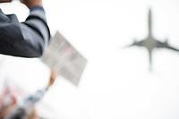 """Kundgebung fuer die Schliessung des Flughafen Berlin-Tegel.<br /> Mehrere hundert Menschen versammelten sich am Freitag, den 1. September 2017 zu einer Kundgebung fuer die Schliessung des Flughafen Berlin-Tegel. Sie leben seit Jahrzehnten in den durch den Fluglaerm betroffenen Stadtteilen Wedding, Reinickendorf, Pankow und Prenzlauer Berg und fordern, dass Tegel, wie angekuendigt mit der Eroeffnung des neuenHauptstadtflughafen BER geschlossen wird. Sie machten Werbung fuer eine """"Nein-Stimme"""" bei der Volksabstimmung am 24. September 2017.<br /> 1.9.2017, Berlin<br /> Copyright: Christian-Ditsch.de<br /> [Inhaltsveraendernde Manipulation des Fotos nur nach ausdruecklicher Genehmigung des Fotografen. Vereinbarungen ueber Abtretung von Persoenlichkeitsrechten/Model Release der abgebildeten Person/Personen liegen nicht vor. NO MODEL RELEASE! Nur fuer Redaktionelle Zwecke. Don't publish without copyright Christian-Ditsch.de, Veroeffentlichung nur mit Fotografennennung, sowie gegen Honorar, MwSt. und Beleg. Konto: I N G - D i B a, IBAN DE58500105175400192269, BIC INGDDEFFXXX, Kontakt: post@christian-ditsch.de<br /> Bei der Bearbeitung der Dateiinformationen darf die Urheberkennzeichnung in den EXIF- und  IPTC-Daten nicht entfernt werden, diese sind in digitalen Medien nach §95c UrhG rechtlich geschuetzt. Der Urhebervermerk wird gemaess §13 UrhG verlangt.]"""