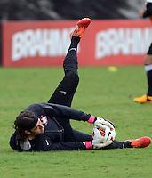 SÃO PAULO,SP, 26 Junho 2013 - Cassio  durante treino do Corinthians no CT Joaquim Grava na zona leste de Sao Paulo, onde o time se prepara  para o campeonato brasileiro. FOTO ALAN MORICI - BRAZIL FOTO PRESS