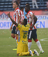 BARRANQUILLA - COLOMBIA -10 -05-2015: Cesar Hinestroza,  jugador de Atletico Huila celebra el gol anotado a Atletico Junior durante partido entre Atletico Junior y Atletico Junior por la fecha 19 por la Liga Aguila I 2015, jugado en el estadio Metropolitano Roberto Melendez de la ciudad de Barranquilla. / Cesar Hinestroza,  player of Atletico Huila celebrates a scored goal to Atletico Junior during a match between Atletico Junior and Atletico Junior for the date 19th of the Liga Aguila I 2015 at the Metropolitano Roberto Melendez Stadium in Barranquilla city. Photo: VizzorImage  / Alfonso Cervantes / Str