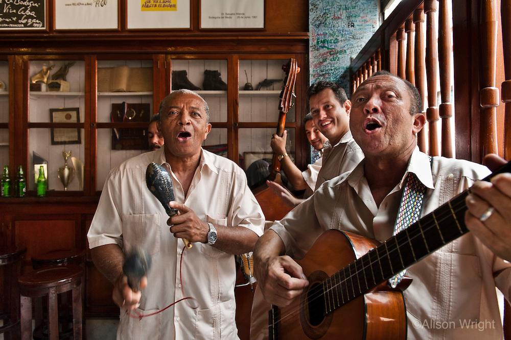 La Bodeguita del Medio bar and restaurant, musicians