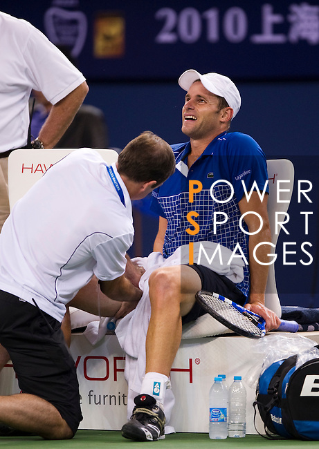 SHANGHAI, CHINA - OCTOBER 13:  Andy Roddick of USA receives medical attention before being forced to retire injured during his match Guillermo Garcia-Lopez of Spain during day three of the 2010 Shanghai Rolex Masters at the Shanghai Qi Zhong Tennis Center on October 13, 2010 in Shanghai, China.  (Photo by Victor Fraile/The Power of Sport Images) *** Local Caption *** Andy Roddick