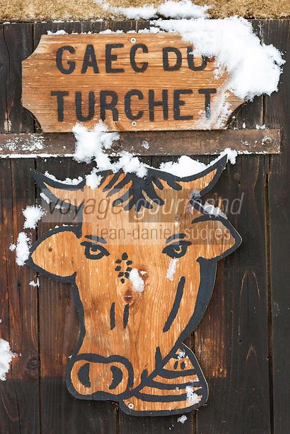 Europe/France/Franche-Comté/25/Doubs/Les Pontets: Détail porte d'une étable //   France, Doubs, Les Pontets: Detail of a barn door