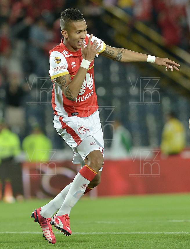 BOGOTÁ -COLOMBIA, 25-04-2015. Francisco Meza  jugador de Independiente Santa Fe celebra el gol anotado a Jaguares FC durante partido entre Independiente Santa Fe y Jaguares FC por la fecha 17 de la Liga Aguila I 2015 jugado en el estadio Nemesio Camacho El Campin de la ciudad de Bogota. / Francisco Meza player of Independiente Santa Fe celebrates a scored goal to Jaguares FC during a match between Independiente Santa Fe and Jaguares FC for the 17th date of the Liga Aguila I 2015 played at Nemesio Camacho El Campin Stadium in Bogota city. Photo: VizzorImage/ Gabriel Aponte / Staff