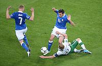 FUSSBALL  EUROPAMEISTERSCHAFT 2012   VORRUNDE Italien - Irland                       18.06.2012 Ignazio Abate (li) und Andrea Barzagli (re, beide Italien) gegen Damien Duff (Irland, am Boden)