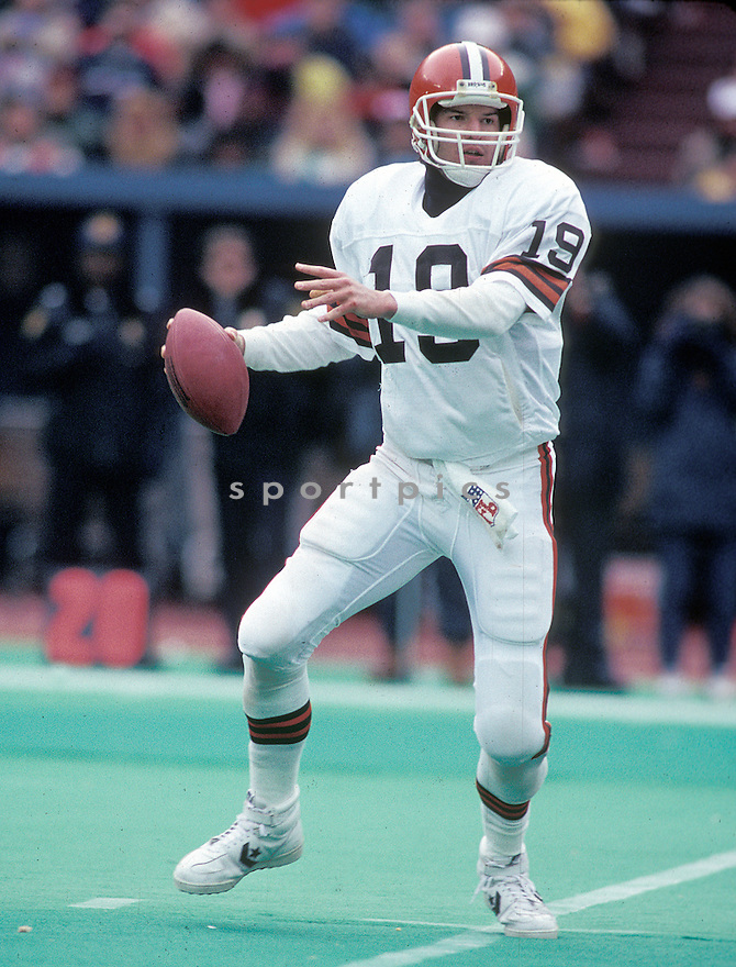 Cleveland Browns Bernie Kosar (19) in action in game against the Pittsburgh Steelers on December 26, 1987 at Three Rivers Stadium in Pittsburgh, Pennsylvania. The Browns beat the Steelers 19-13.