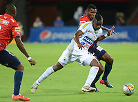 MEDELLÍN -COLOMBIA-20-08-2015. Didier Moreno (Der) jugador de Independiente Medellín disputa el balón con Jose Leudo (Izq) jugador de Deportivo Pasto durante partido por la fecha 7 de la Liga Águila II 2015 jugado en el estadio Atanasio Girardot de la ciudad de Medellín./ Didier Moreno (R) player of Independiente Medellin fights for the ball with Jose Leudo (L) player of Deportivo Pasto during the match for the 7th date of the Aguila League II 2015 at Atanasio Girardot stadium in Medellin city. Photo: VizzorImage/León Monsalve/STR