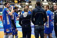 GRONINGEN - Volleybal, Abiant Lycurgus - SSS, Alfa College , Eredivisie , seizoen 2017-2018, 02-12-2017, time out Lycurgus, Lycurgus coach Arjan Taaij   geeft uitleg