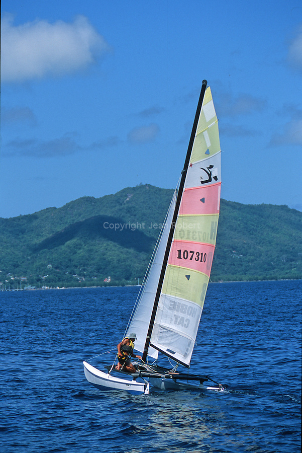 A whole week of navigation -in 16 feet long ?hobie cat? boats- from island to island, following the trade winds. Coming back to Praslin island