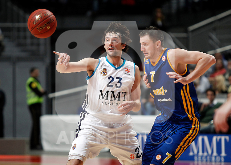 Real Madrid's Sergio Llull (l) and BC Khimki MR's Vitaly Fridzon during Euroleague 2012/2013 match.November 23,2012. (ALTERPHOTOS/Acero)