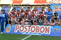 BARRANQUILLA - COLOMBIA -16-02-2014: Los jugadores de Atletico Junior posan para una foto durante partido de la quinta fecha de la Liga Postobon I 2014, jugado en el estadio Metropolitano Roberto Melendez de la ciudad de Barranquilla. / The players of Atletico Junior pose for a photo during a match for the fifth date of the Liga Postobon I 2014 at the Metropolitano Roberto Melendez stadium in Barranquilla city. Photo: VizzorImage  / Alfonso Cervantes / Str.