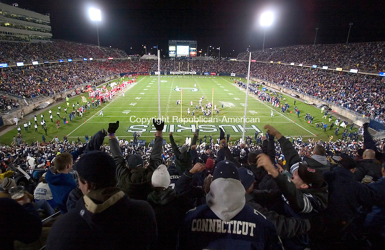 EAST HARTFORD, CT. 03 November 2007-110307SV16--UConn fans cheer for their team against Rutgers at Rentschler Field in East Hartford Saturday.<br /> Steven Valenti Republican-American