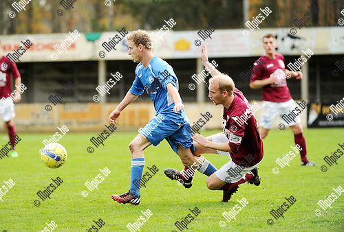 2015-11-08 / Voetbal / seizoen 2015-2016 / Zwaneven FC - Sint-Jozef / Kevin Donckers (l. St-Jozef) met Thomas Janssens<br /><br />Foto: Mpics.be