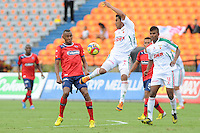 MEDELLÍN -COLOMBIA-19-05-2013. John Viáfara ( I ) del Independien Medellin disputa el balón con un Jugador( D) del Patriotas FC durante partido de la fecha 16 Liga Postobón 2013-1./ John Viáfara (L ) of Independien Medellin fights for the ball with player ( R ) of Patriotas FC during match of the 16th date of Postobon  League 2013-1. (Photo:VizzorImage/Luis Ríos/STR)