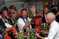 SKUTSJESILEN: LEMMER: feesttent, 18-08-2012, IFKS skûtsjesilen, winnaar IFKS 2012, Arend Wisse de Boer, Oude Zeug (B-klasse), ©foto Martin de Jong