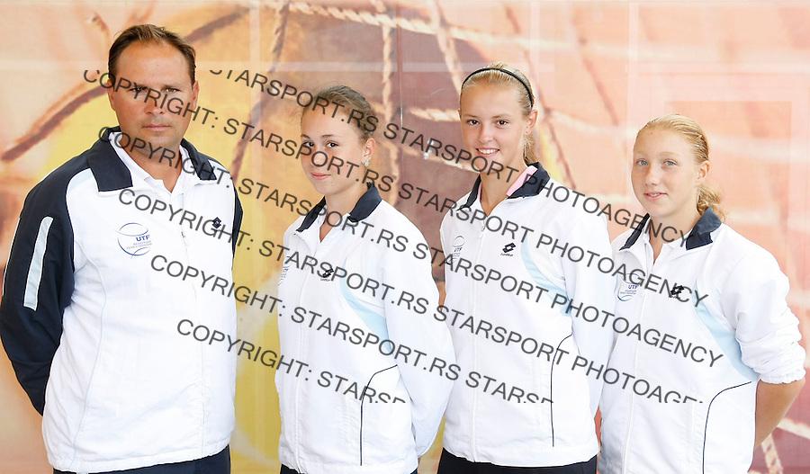 Tenis, World Championship U-14.Official team photo.Ukraine girls   team.from left,  Sergii Tarnavskyi, Oleksandra Korashvili, Viktoriya Lushkova .Prostejov, 03.08.2010..foto: Srdjan Stevanovic/Starsportphoto ©