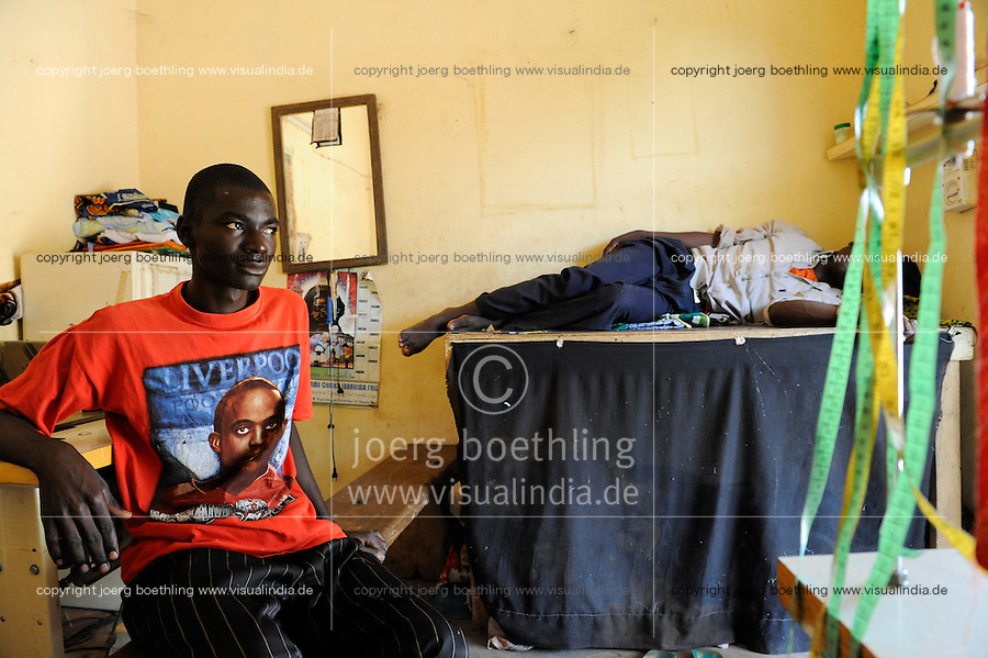 "Westafrika Mali Bamako , Jugendliche haben durch Perspektivlosigkeit Chancenlosigkeit und hohe Arbeitslosigkeit einen Wunsch: nach Europa zu migrieren - Migration Fluechtlinge | .Africa Mali Bamako , young man in tailor shop , refugees and migration , young people dream of work in europe .| [ copyright (c) Joerg Boethling / agenda , Veroeffentlichung nur gegen Honorar und Belegexemplar an / publication only with royalties and copy to:  agenda PG   Rothestr. 66   Germany D-22765 Hamburg   ph. ++49 40 391 907 14   e-mail: boethling@agenda-fototext.de   www.agenda-fototext.de   Bank: Hamburger Sparkasse  BLZ 200 505 50  Kto. 1281 120 178   IBAN: DE96 2005 0550 1281 1201 78   BIC: ""HASPDEHH"" ,  WEITERE MOTIVE ZU DIESEM THEMA SIND VORHANDEN!! MORE PICTURES ON THIS SUBJECT AVAILABLE!! ] [#0,26,121#]"