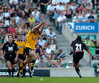 20040904 London Wasps v Saracens. Zurich Premiership..Wasps Joe Worsley, trying to block Nicky Little's kick.Photo  Peter Spurrier.email images@intersport-images Mob +447973819551.