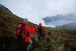 Amérique du Sud. Equateur. Trekking sur les volcans d'Equateur. descente du Fuya Fuya (4800 m) sous l'orage vers la lagune de Mojanda (4000 m).South America. Ecuador. Trekking on the volcanoes