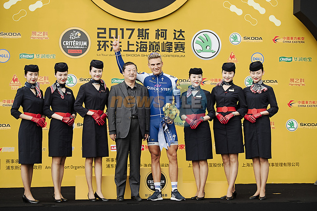 Marcel Kittel (GER) Quick-Step Floors takes the Green Jersey on the podium at the end of the 2017 Tour de France Skoda Shanghai Criterium, Shanghai, China. 29th October 2017.<br /> Picture: ASO/Pauline Ballet | Cyclefile<br /> <br /> <br /> All photos usage must carry mandatory copyright credit (&copy; Cyclefile | ASO/Pauline Ballet)