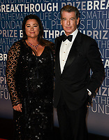 MOUNTAIN VIEW, CA - NOVEMBER 04: Keely Shaye Smith (L) and Pierce Brosnan attends the 2019 Breakthrough Prize at NASA Ames Research Center on November 4, 2018 in Mountain View, California.  <br /> CAP/MPI/SPA<br /> &copy;SPA/MPI/Capital Pictures