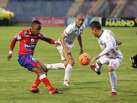 PASTO - COLOMBIA -21-02-2017: Yonni Hinestroza (Izq.) jugador de Deportivo Pasto disputa el balón con Nicolas Carreño (Der.) jugador de Patriotas F. C., durante partido Deportivo Pasto y Patriotas F. C., por la fecha 5 de la Liga Aguila I 2017, jugado en el estadio Departamental Libertad de la ciudad de Pasto.  / Yonni Hinestroza (L) player of Deportivo Pasto fights for the ball with Nicolas Carreño (R) player of Patriotas F. C., during a match Deportivo Pasto and Patriotas F. C., for the date 5 of the Liga Aguila I 2017 at the Departamental Libertad stadium in Pasto city. Photo: VizzorImage. / Leonardo Castro / Cont.