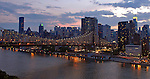 A selection of pictures taken by night of the main bridges of New York city. Une sélection de photos des ponts de New York pris de nuit.