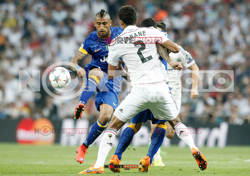 Real Madrid's Raphael Varane (b) and Juventus' Arturo Vidal during Champions League 2014/2015 Semi-finals 2nd leg match.May 13,2015. (ALTERPHOTOS/Acero) /NortePhoto.COM