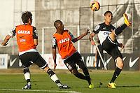 SAO PAULO, SP 11 JULHO 2013 - TREINO CORINTHIANS - O jogador Paolo Guerrero do Corinthians, treinou na tarde de hoje, 11, no Ct. Dr. Joaquim Grava, na zona leste de São Paulo. FOTO: PAULO FISCHER/BRAZIL PHOTO PRESS