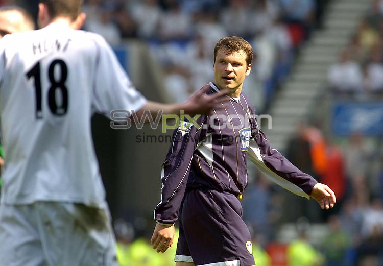 Pix: Ben Duffy/SWpix.com - Premiership Football ..... Bolton Wanderers v Leeds united. 02/05/2004. ..COPYRIGHT PICTURE>>SIMON WILKINSON>>01943 608782>>..Leed's Mark Viduka is sent off