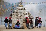 CHINA Yunnan, Lugu Lake , ethnic minority Mosuo who are buddhist and women have a matriarch / CHINA Provinz Yunnan , ethnische Minderheit Mosuo am Lugu See , die Mosuo sind Buddhisten und Mosuo Frauen ueben ein Matriarchat aus, Frauen mit Gebetsmuehlen umrunden einen Scgrein am Lugu See
