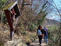 Kruzifix am Algunder Waalweg, Algund-Lagundo, Provinz Bozen &ndash; S&uuml;dtirol, Italien<br /> roadside calvary at Hiking Trail Algunder Waalweg, Algund-Lagundo, province Bozen-South Tyrol, Italy
