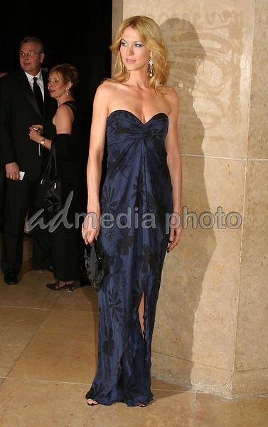 19 February 2006  - Beverly Hills, California - Jenna Elfman. 56th Annual ACE Eddie Awards presented by the American Cinema Editors held at the Beverly Hilton Hotel. Photo Credit: Byron Purvis/AdMedia